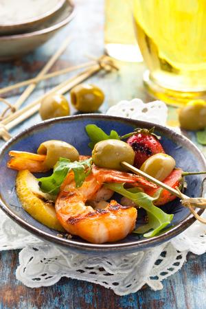 strawberies: Salad with prawns, green olives, arugula, grilled strawberies  and lemon.