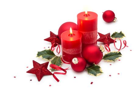白い背景で隔離の蝋燭とクリスマスの装飾。