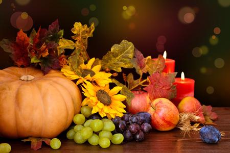 秋の果物や野菜に対する多重休日ライト。 写真素材