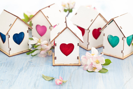 White wooden houses with colorful heart shaped windows. Banque d'images