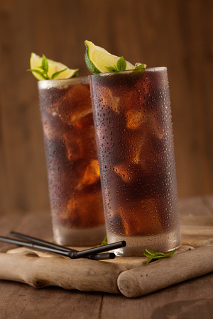 Glass of cola with ice. Banco de Imagens