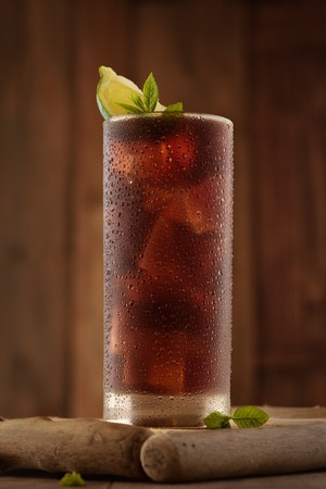Glass of cola with ice. Banque d'images