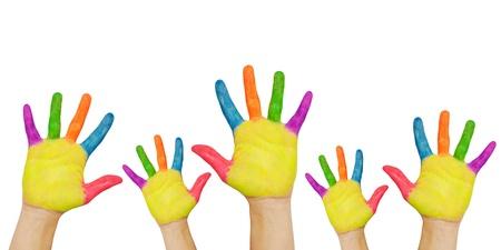 Geschilderde handen opgewekt. Groepen kinderen in de klas. Klaar voor uw tekst of symbolen. Geà ¯ soleerd op witte achtergrond