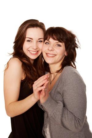 jeune fille adolescente: M�re et fille adolescente ensemble isol� sur fond blanc