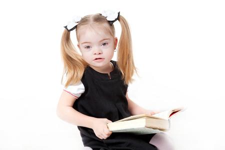 Petit livre élève de lecture. Isolé sur fond blanc. Banque d'images