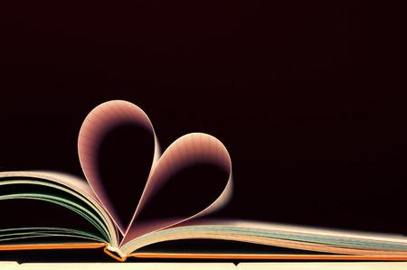 バレンタイン ハート形本ページ 写真素材