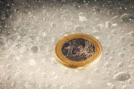 Euro Münzen Mit Wassertropfen Lizenzfreie Fotos Bilder Und Stock