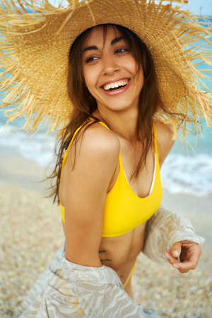 portrait of laughing smiling woman in big straw hat enjoying sea resort at seaside, summer holiday vacation, trendy beach style Imagens - 152956318