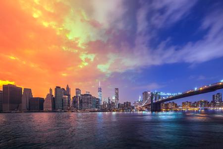 Brooklyn Bridge in a warm summer Day to Night New York City, USA Reklamní fotografie