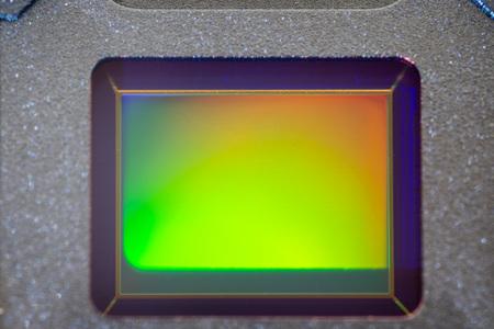 Fotocamera digitale piccola per smartphone Sensore CMOS ripresa macro con riflesso arcobaleno Archivio Fotografico