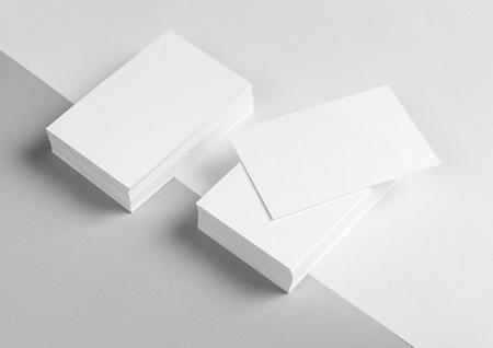 Фото визитки и части бланка. Макет для брендинга идентичности. Для графических дизайнеров презентаций и портфелей