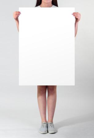 Женщина пустой плакат