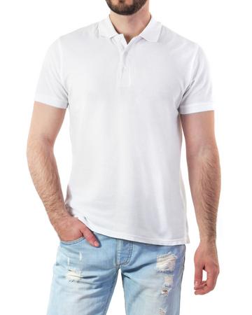 camisa: Hombre en polo blanco maqueta aislado en blanco