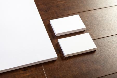 Фото визитки и части бланке. Макет для брендинга идентичности. Для графических дизайнеров презентаций и портфолио