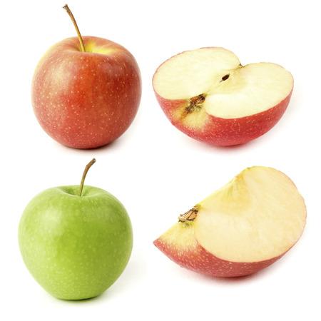 白い背景の上のスライスと赤と緑のリンゴ。