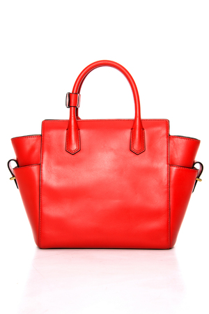 흰색 배경에 여성의 핸드백