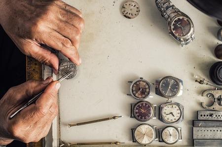 orologi antichi: Riparazione di orologi meccanici Archivio Fotografico