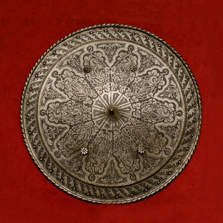 escudo: hermoso escudo antiguo