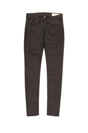 in jeans: jeans negros, pantalones sobre un fondo blanco Foto de archivo