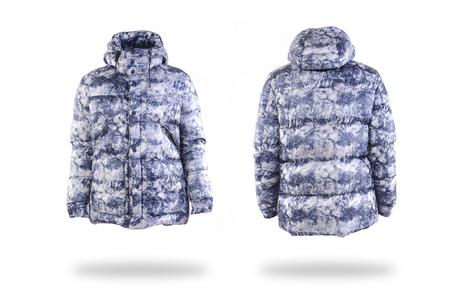 Winterjacke auf weißem Hintergrund