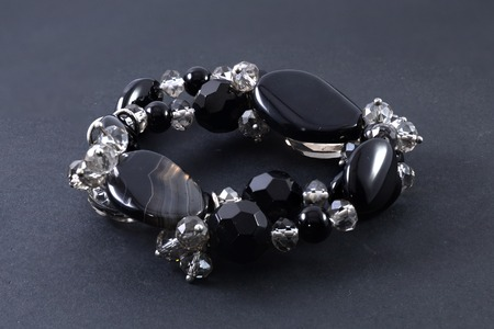 pietre preziose: bracelet of precious stones isolated on black