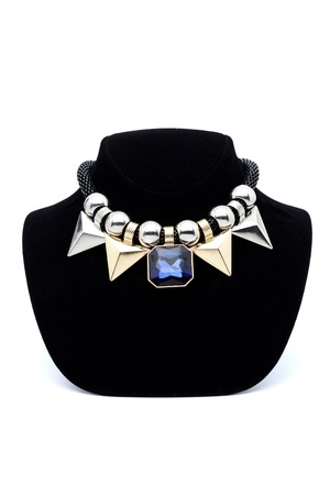 piedras preciosas: collar combinado con las piedras preciosas y Triángulo de oro