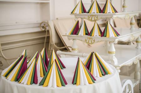 servilletas: servilletas de colores en el interior Foto de archivo