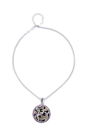 pietre preziose: medaglione con le pietre preziose isolate su bianco
