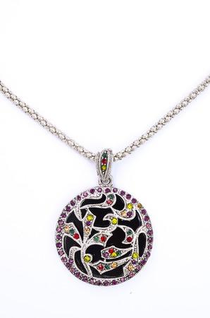 piedras preciosas: medall�n con las piedras preciosas aisladas en blanco
