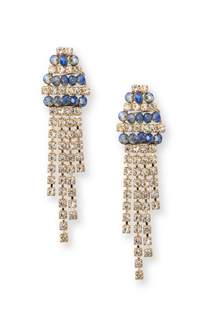 pietre preziose: orecchini in oro con pietre preziose isolato su bianco