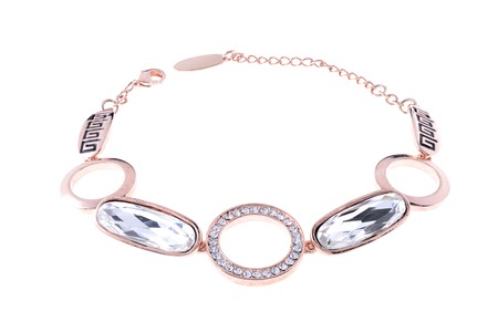 karat: gold bracelet with diamonds on a white background