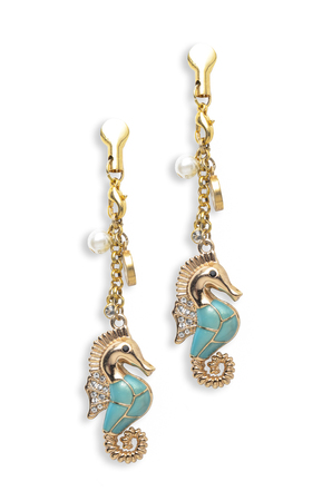 sumptuousness: gold earrings seahorse