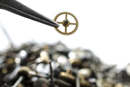 pinzas: pinzas y detalle de los relojes mecánicos Foto de archivo