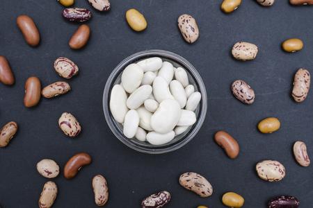 pinto bean: white beans background