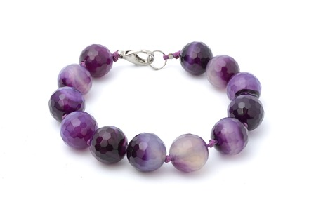 Bracelet with purple beads isolated Standard-Bild
