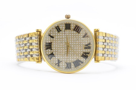 numeros romanos: reloj de oro de la muñeca aislado en blanco