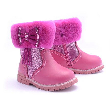 dressy: Winter pink boots isolated on white