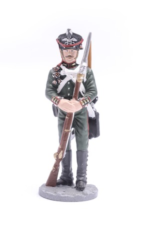 batallón: El soldado de plomo suboficial de la Guardia Real Batallón de Zapadores de 1813 aislado en blanco Foto de archivo