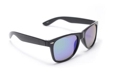 zonnebril in dik zwart plastic frame met verloopglas geïsoleerd op wit