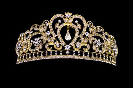 黒い背景に金色の王冠