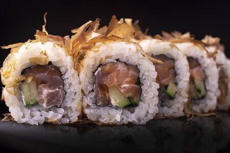 Japanese Sushi Rolls with Cream Cheese and eel shavings Standard-Bild