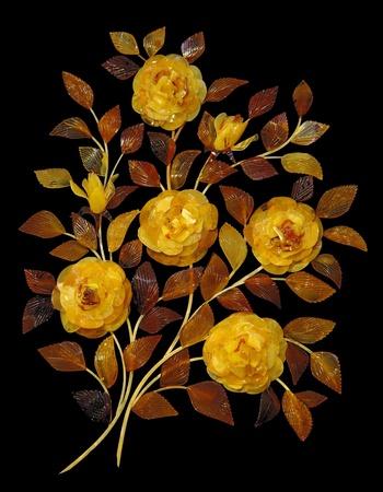 ámbar: Bouquet de rosas de color �mbar sobre fondo negro Foto de archivo