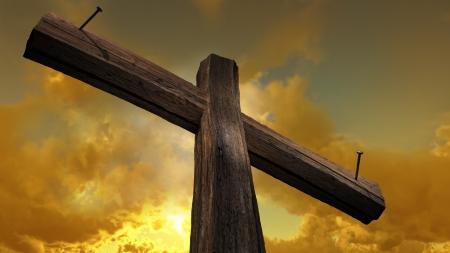 grunge cross: Croce di legno contro il cielo con i raggi splendente