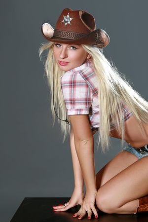 rodeo cowgirl: Beautiful rodeo cowgirl in cowboy hat. Studio shot