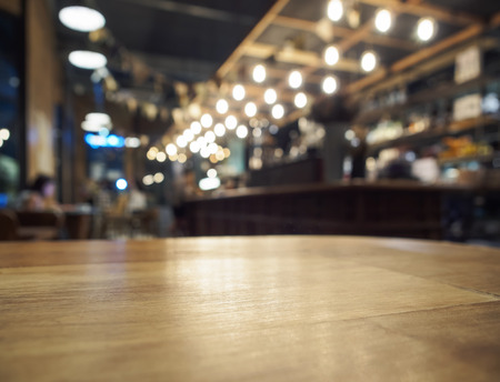 table wood: Tafelblad teller Bar restaurant achtergrond Stockfoto