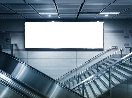 escalera: Bandera horizontal Comercial Regístrate Mock en la estación de metro