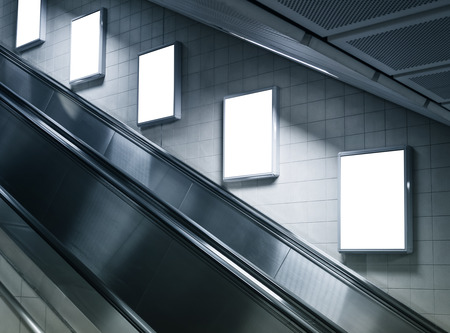 地下鉄駅でエスカレーター側でポスター広告を模擬します。 写真素材