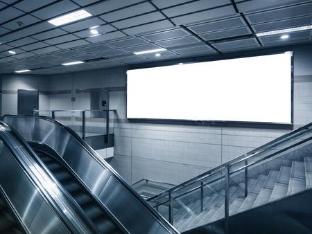 地下鉄駅視点でビルボードをモックアップします。