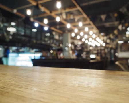 barra: Parte superior de la tabla con Bar Cafeter�a Restaurante fondo borroso Foto de archivo