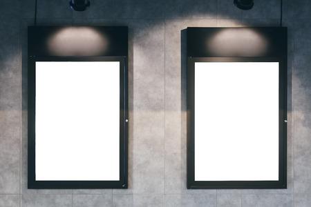 Cine: Maqueta marco cartel en blanco en la pared Foto de archivo